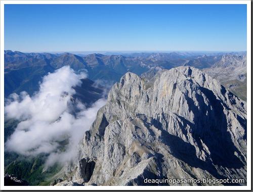 Jito Escarandi - Jierru 2424m - Lechugales 2444m - Grajal de Arriba y de Abajo (Picos de Europa) 0078