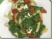 Maccheroncini al ferretto con spinaci, pomodori secchi e quartirolo