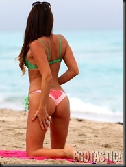 claudia-romani-in-a-watermelon-colored-bikini-at-the-beach-in-miami-04-675x900