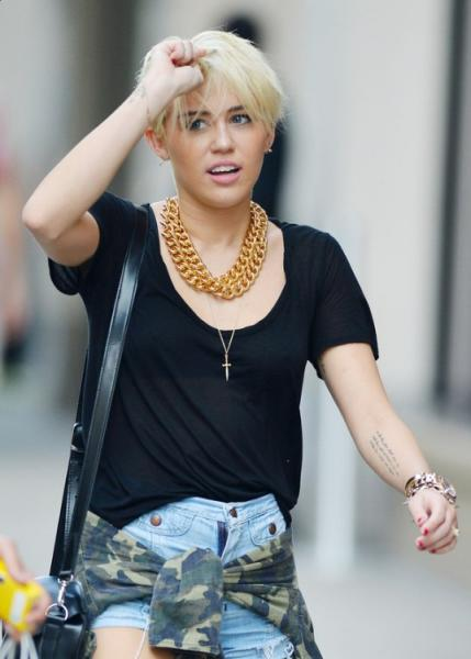 Miley Cyrus New Short Hairstyle: the blonde pixie cut
