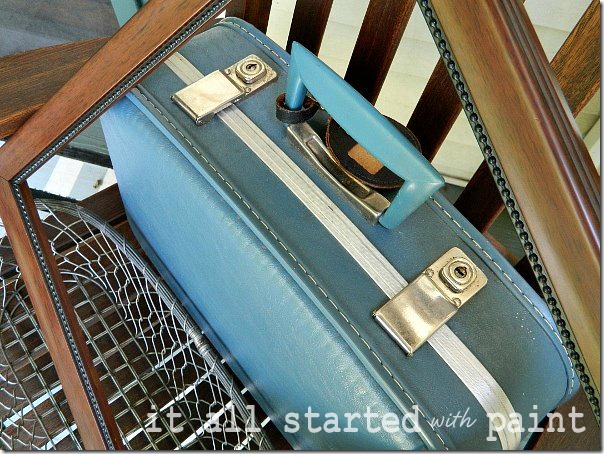 vintage_blue_suitcase_from_thrift_store