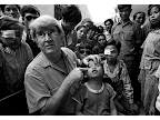 Professor Fred Hollows examines the eye of nine-year-old Tran Van Giap at Hanoi's Institute of Ophthalmology. <em>© Michael Amendolia</em>
