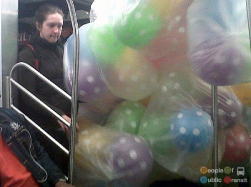 pessoas bizarras em metrô (7)