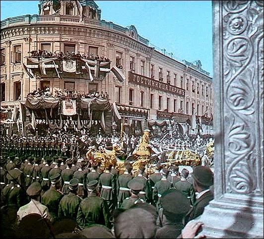 F. Kr√°tkňė: Dvorn√≠ ceremon√°Ô¨Ā<br />Korunova√£n√≠ pr√õvod Alexandra II., 1896