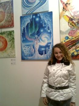 Corina Chirila cu tabloul Craiasa zapezilor expus la Elite Prof Art Gallery la expozitia Culori de sarbatori