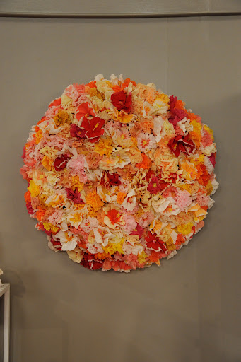 A beautiful wreath of paper flowers by The Green Vase (http://thegreenvase.com).