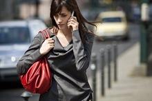 Women_talking_on_phone_5