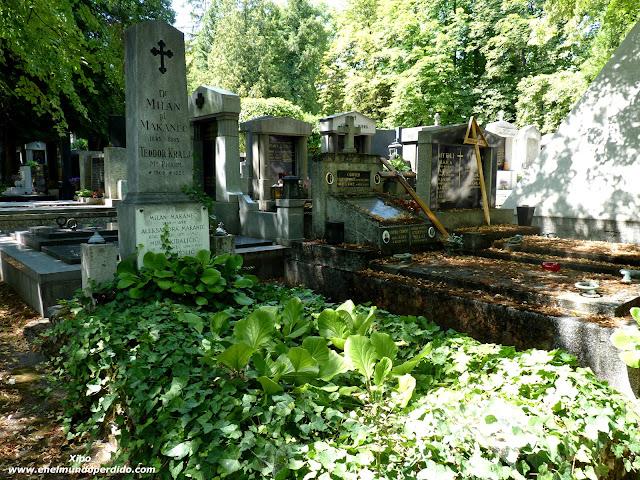 Tumbas-cementerio-Mirogoj-2.JPG