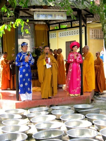 le-hang-thuan-nep-van-hoa-phat-giao (3)