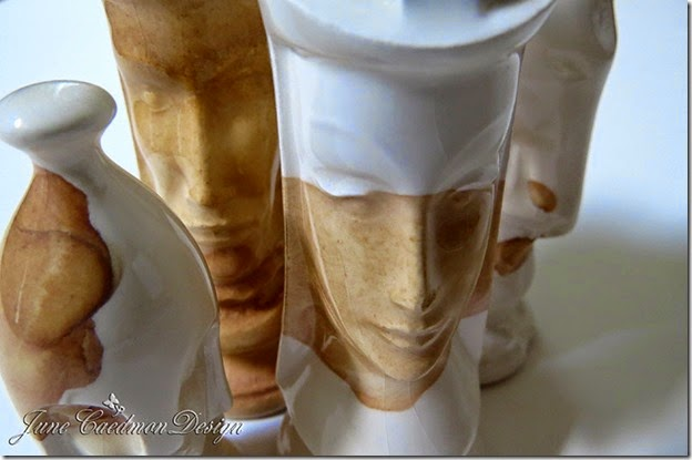 CloseUp_White_Chessmen