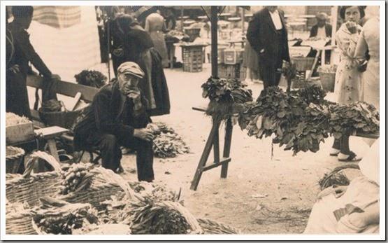 1930 Vendedor del mercado. Lugar desconocido. Ca. 1930