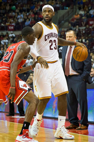 King James Debuts Nike LeBron 12 8220Home8221 Player Exclusive