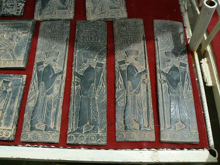 Suvenire Iran: statuete persane la Persepolis