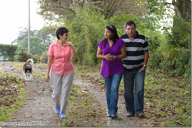Ruth Altamirano con Miguel y Auria padres de Tatiana Moreira