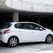 2013-Peugeot-208-HB-14.jpg
