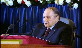 Bouteflika promet une « Constitution consensuelle »