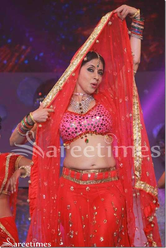 Urmila_Matondkar_Red_Lehenga