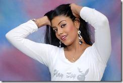 Tamil_actress_Iniya_in_modern_dress