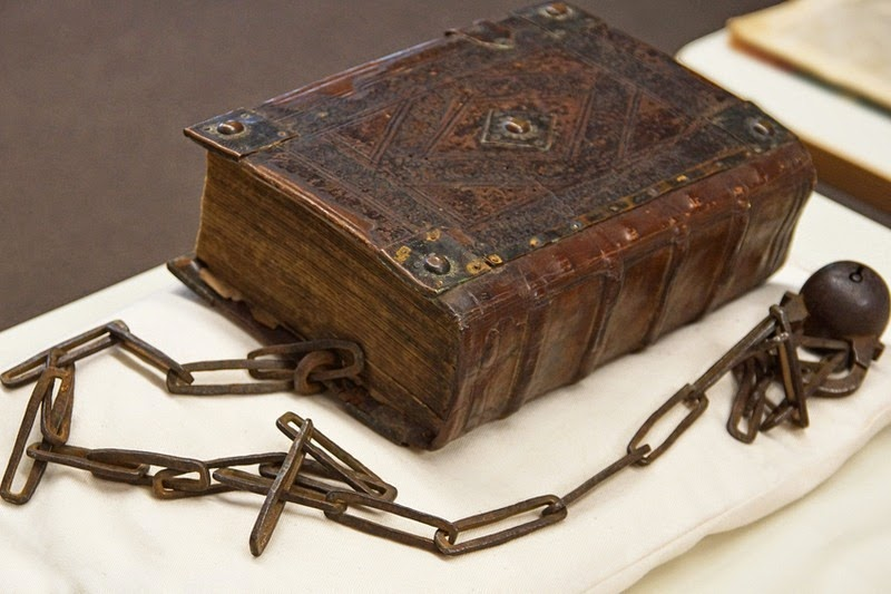 guildhall-library-chained-book-1