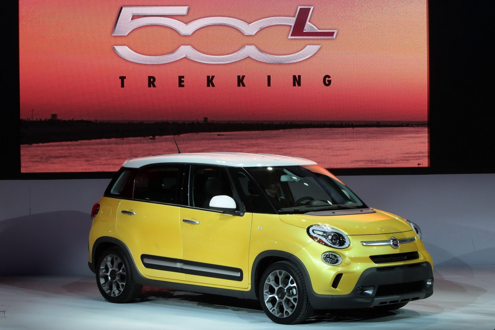 New 500l Minivan And 500l Trekking Expand Fiat S Offerings In North America Enter Your Blog