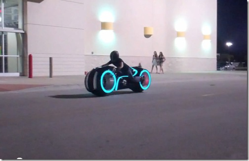awesome-electric-tron-lightcycle-by-parker-brothers-4