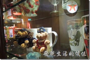 台北-佩斯坦咖啡館。櫥櫃內也有好多小玩藝可以看。