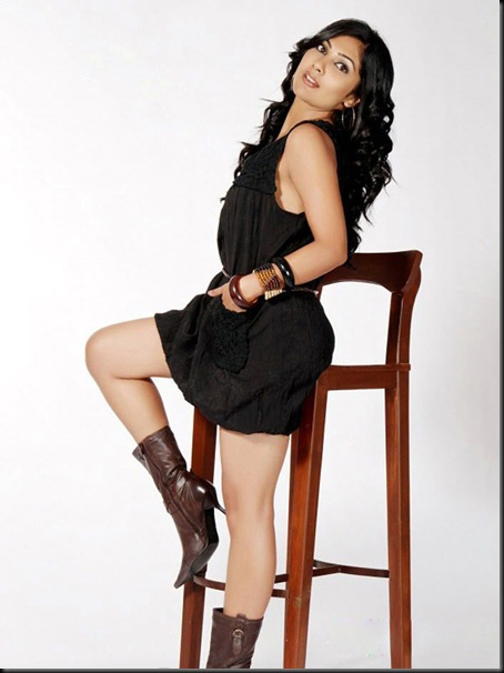 Kamalinee Mukherjee Spicy Hot Photo Shoot (5)