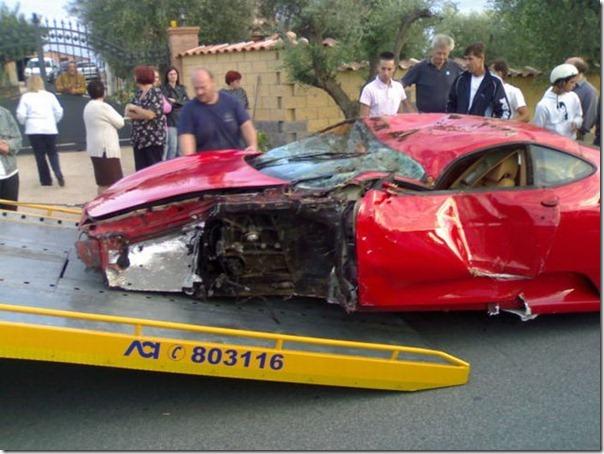 Uma Ferrari F430 destruida (11)