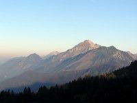 Storžič in Tolsti vrh v jutranjem soncu