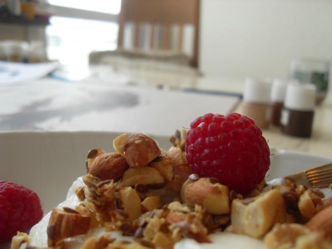 Tirsdag morgen, med hindbær fra gårsdagens dessert