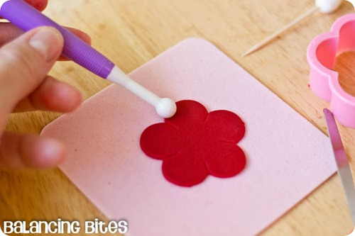 How to make small gumpaste roses (21)