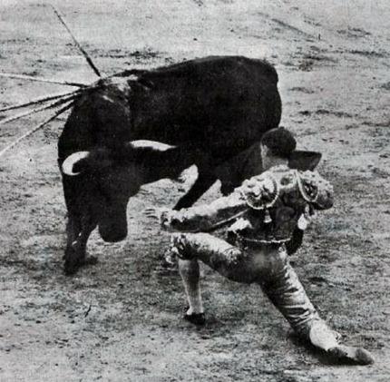 1916-06-01 (p. 06 TyT) Gallito Madrid rodillas