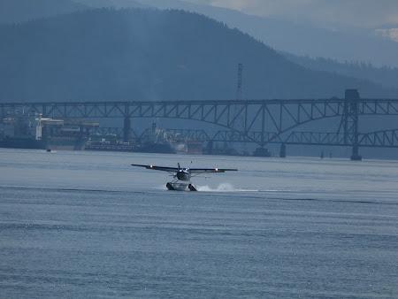 Hidroavion la aterizare in Vancouver Canada