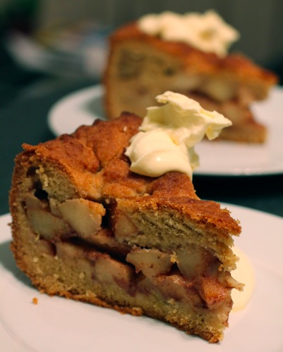 Appeltaart with cream