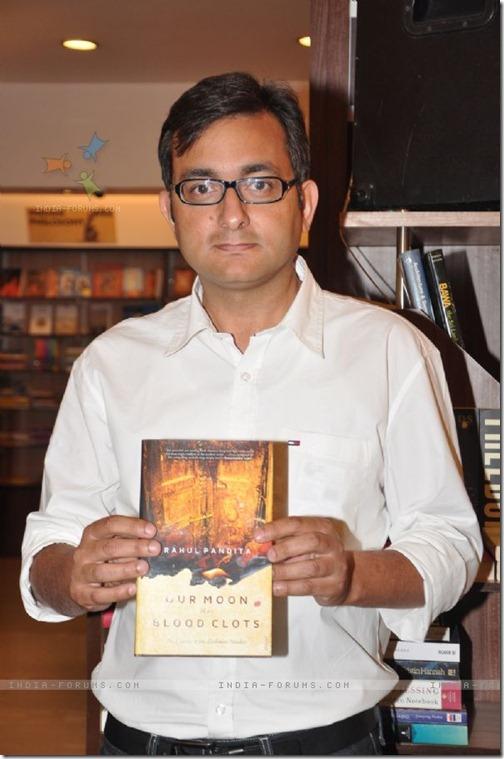 259284-vidhu-vinod-chopra-launched-book-our-moon-has-blood-clots