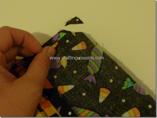 Trick or Treat bag tutorial by Crafty Cousins (18)