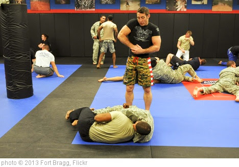 '#BraggCombatives Tim Kennedy seminar' photo (c) 2013, Fort Bragg - license: https://creativecommons.org/licenses/by-nd/2.0/