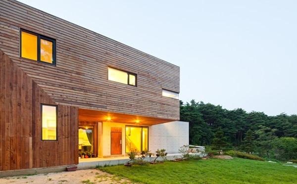 Casa moderna fachada de madera living knot dise o de for Casas modernas hormigon visto