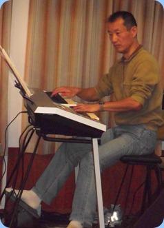 Takashi Iida playing his Yamaha Electone D-Deck two manual keyboard and 20-note pedalboard.