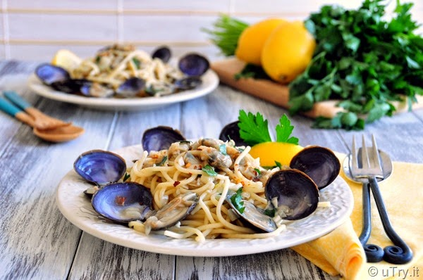 Spaghetti with Clams in White Wine Sauce   Recipe from @utry.it