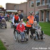Laatste dag Avondvierdaagse bewoners Clockstede Nieuwe Pekela - Foto's Harry Wolterman