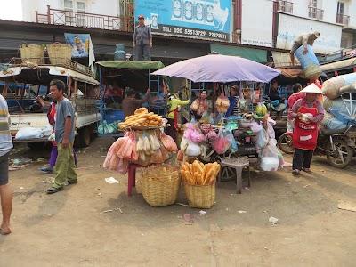 Le baguette at the Pakse market