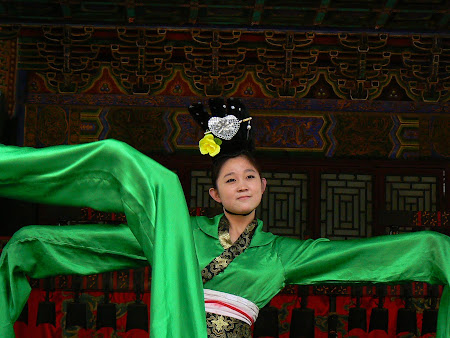Beijing city: Traditional dancer