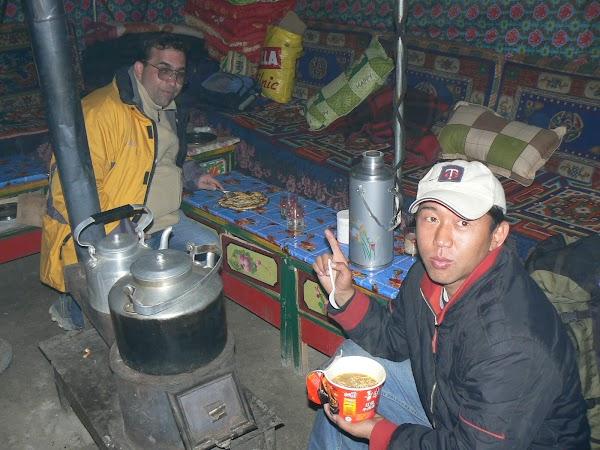 Imagini Tibet: in cort la Everest Base Camp