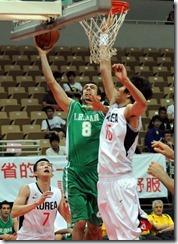 伊朗8號Saman Veisi(投籃者) 韓國15號金鍾奎(阻擋者)