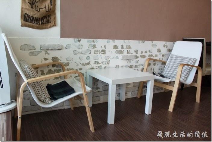 台南-Season_Cafe。兩人坐的小餐桌,真的有點小。