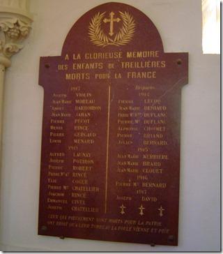 Une des plaques de marbre de l'église