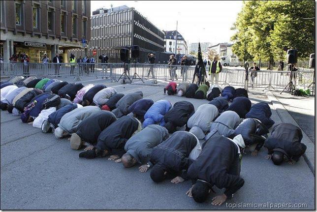 praying_salat_in_public