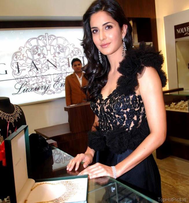 Katrina Kaif Beautiful Pics in Black Lace Dress 4