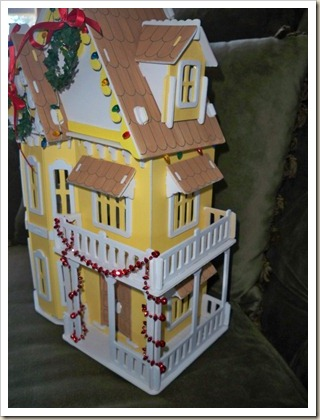 Yellow-Doll-House-Xmas-1